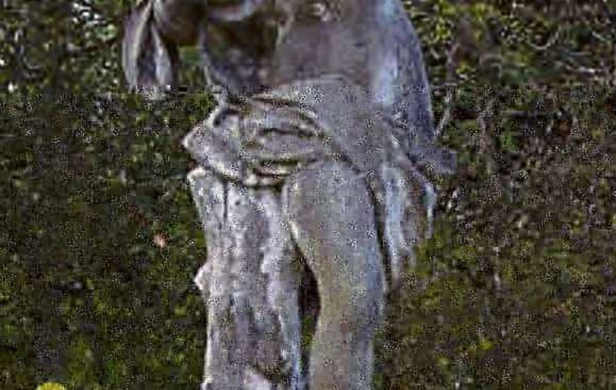 Thieves take statue from famous gardens