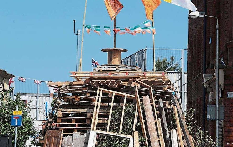 Papal effigy on top of city bonfire
