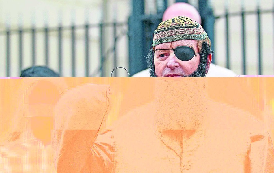 Frazer arrives at court dressed as Muslim cleric