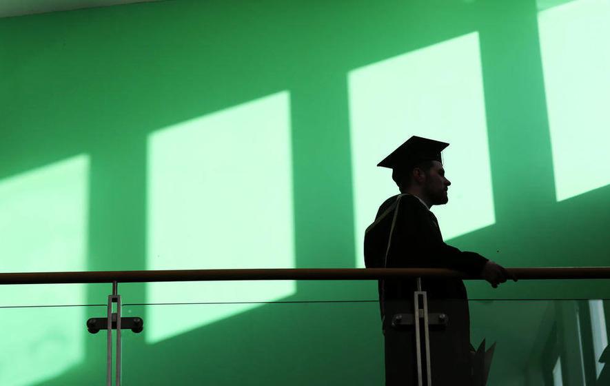 New graduates face £30,000 debt, survey finds