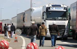 Migrants risking lives to board Calais trucks