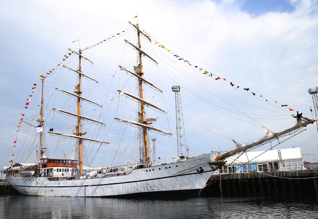 Crowds descend on city for four-day maritime 'theatre'