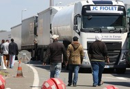 One man killed as 1,500 try to enter Channel Tunnel