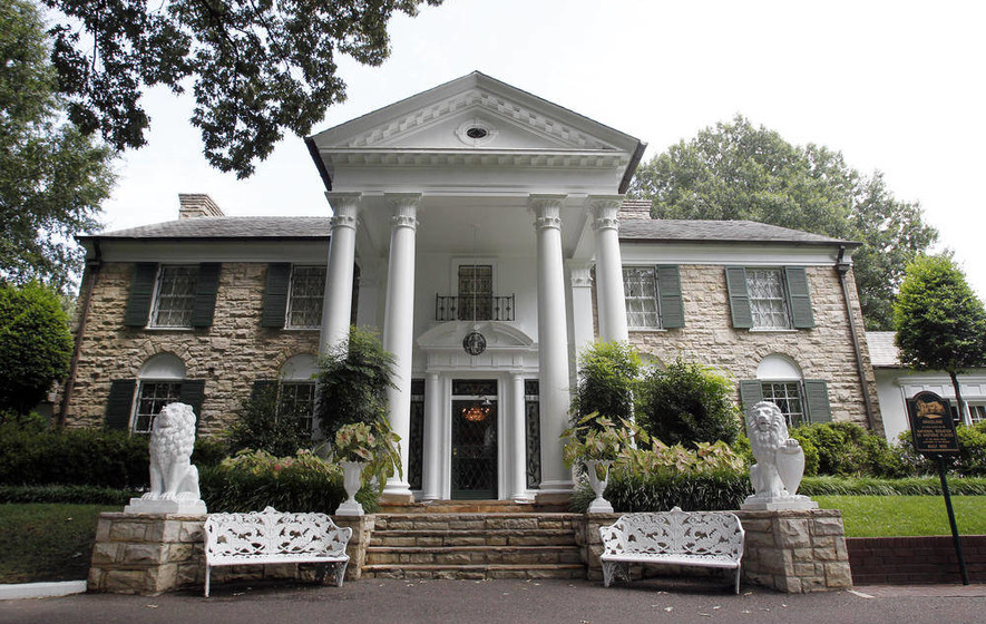 Fans dig deep at King-sized Graceland auction
