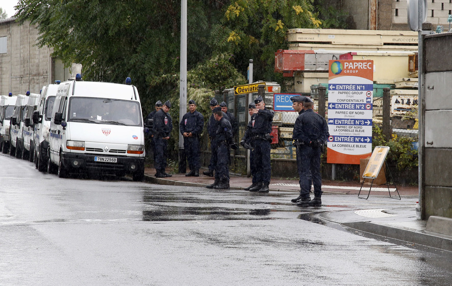 French police dismantle Roma camp on outskirts of Paris