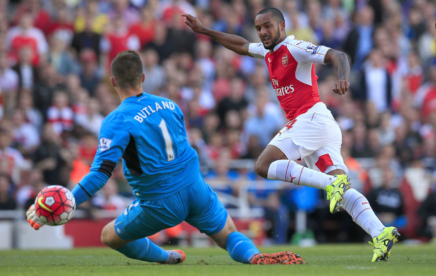 Walcott grabs chance to shine up front for Gunners