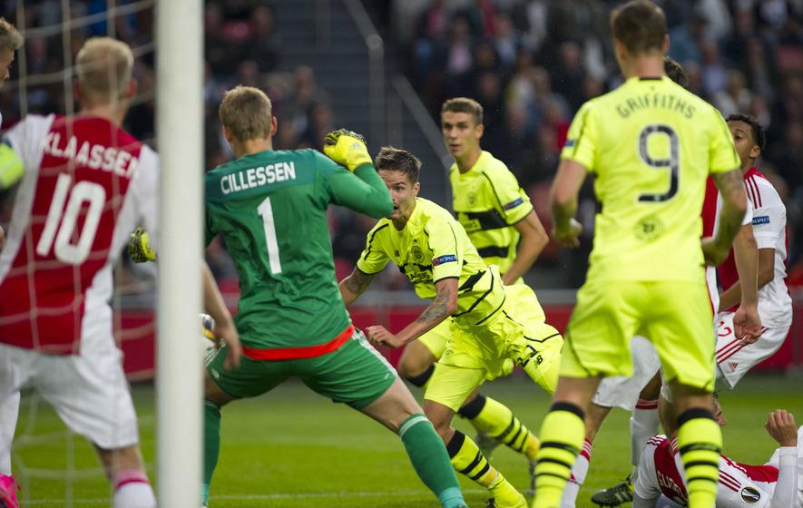 Ten-man Celtic earn a point in Amsterdam