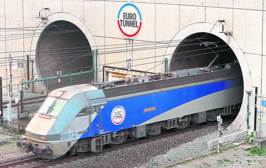 Refugee electrocuted trying to board Channel Tunnel train