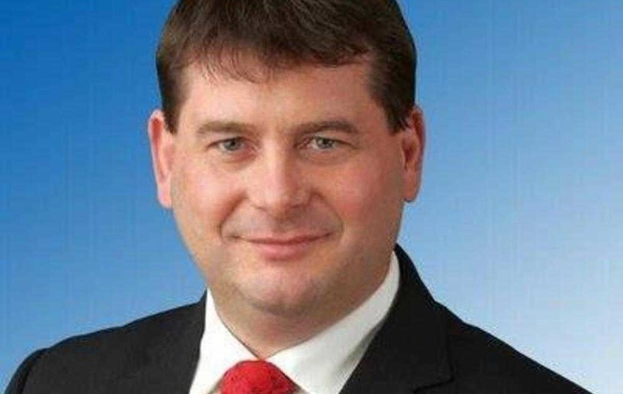 Irish minister defends getting airport lift from gardaí
