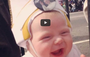 Video: Pope meets baby pope on US tour