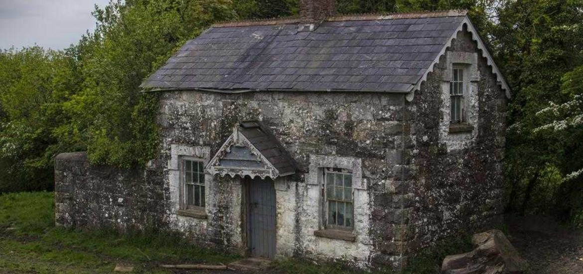 Old houses saw hobby become obsession for tyrone snapper for Classic houses images