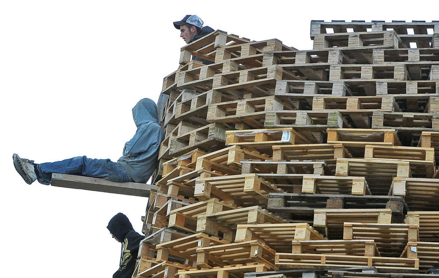 Council pays thousands for pallets used on loyalist bonfires