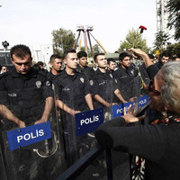 Scuffles in Ankara as nation mourns bombing victims