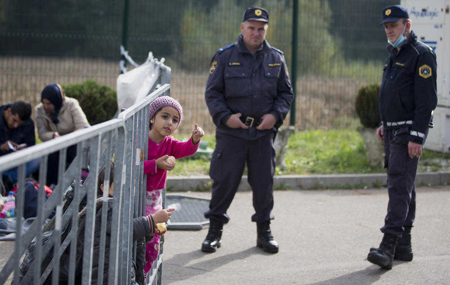 Hungarian border closure 'adding to migrants backlog'