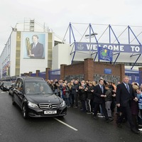 Thousands pay respects to Everton great Howard Kendall