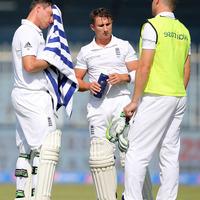 Bell praises Taylor's 'busy' performance on England return