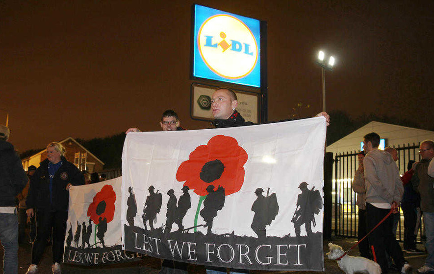 Loyalist protesters picket Lidl over poppy row