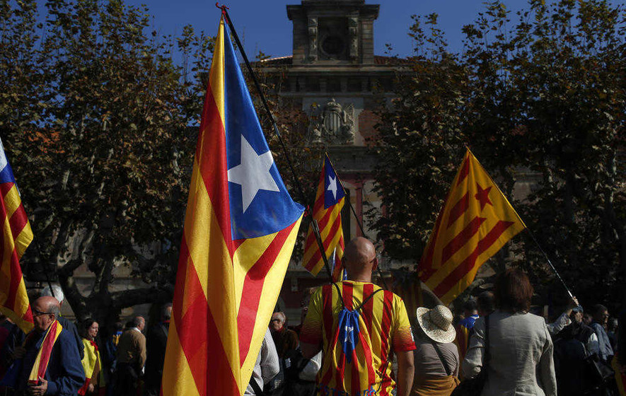 Barcelona approves independence move