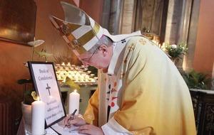 Irish churches pray for victims of the Paris attacks