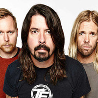 Music Scene: Foo Fighters' free Christmas gift