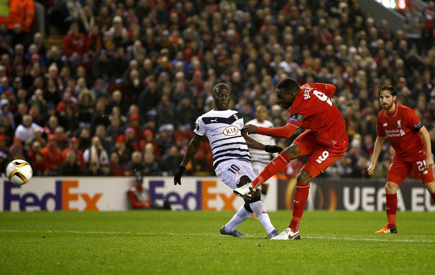 Benteke's brilliance sees Liverpool into Europa last-32