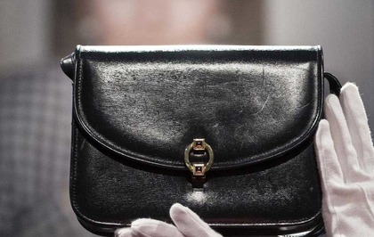 Thatcher S Iconic Handbag To Be Sold At Auction