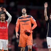 Petr Cech equals Premier League clean sheets record