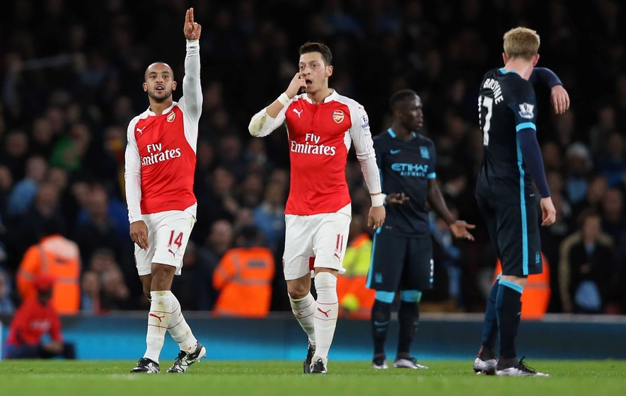 Theo Walcott helps Arsenal to win over Manchester City
