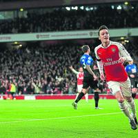 Wenger compares Ozil to Arsenal legend Bergkamp